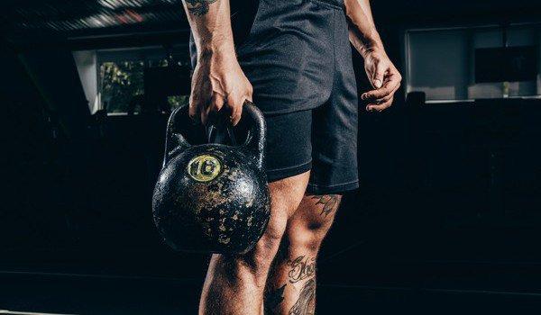 Упражнения с гирей 16, 24, 32 кг в домашних условиях для начинающих и опытных для спины