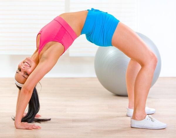 Как встать на мостик инструкция  упражнения с ФОТО