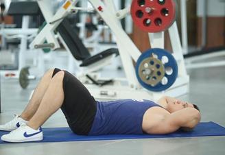 Комплекс упражнений для укрепления позвоночника в домашних условиях