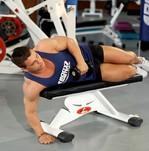 Как накачать плечи с помощью гантелей