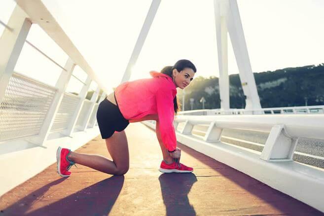 Правильная разминка перед бегом - упражнения для начинающих в любой сезон, для бега на улице или беговой дорожке