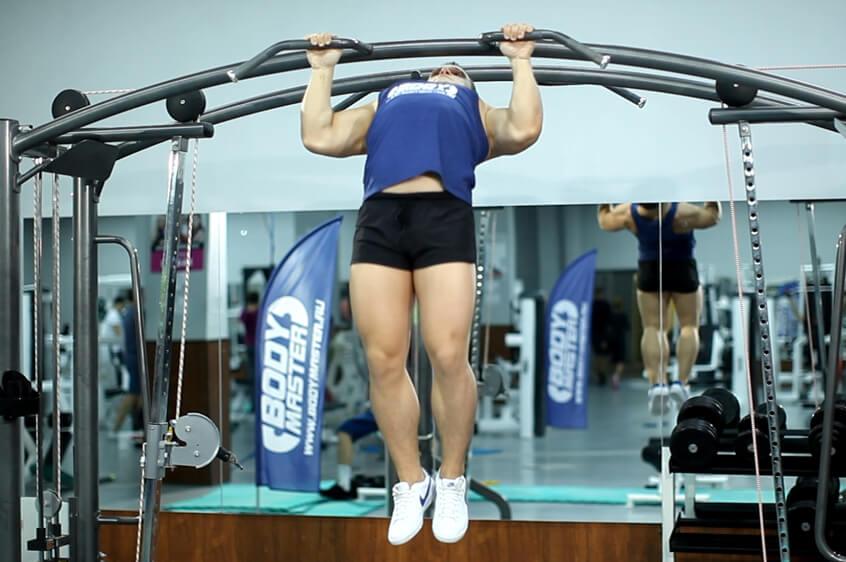 Упражнения на турнике для грудных мышц мужчины